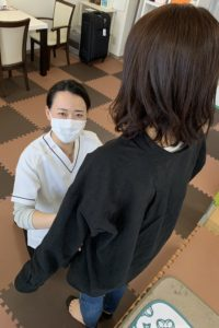 女性整体師、骨盤の歪みチェック